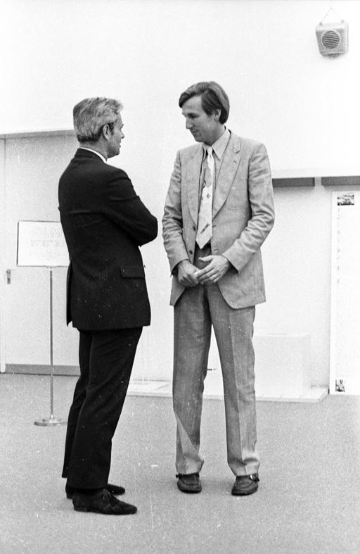 Rudolf Zwirner und Wolfgang Hahn auf dem Kunstmarkt Köln, 1970. Foto: © Johanna Schmitz-Fabri, ZADIK