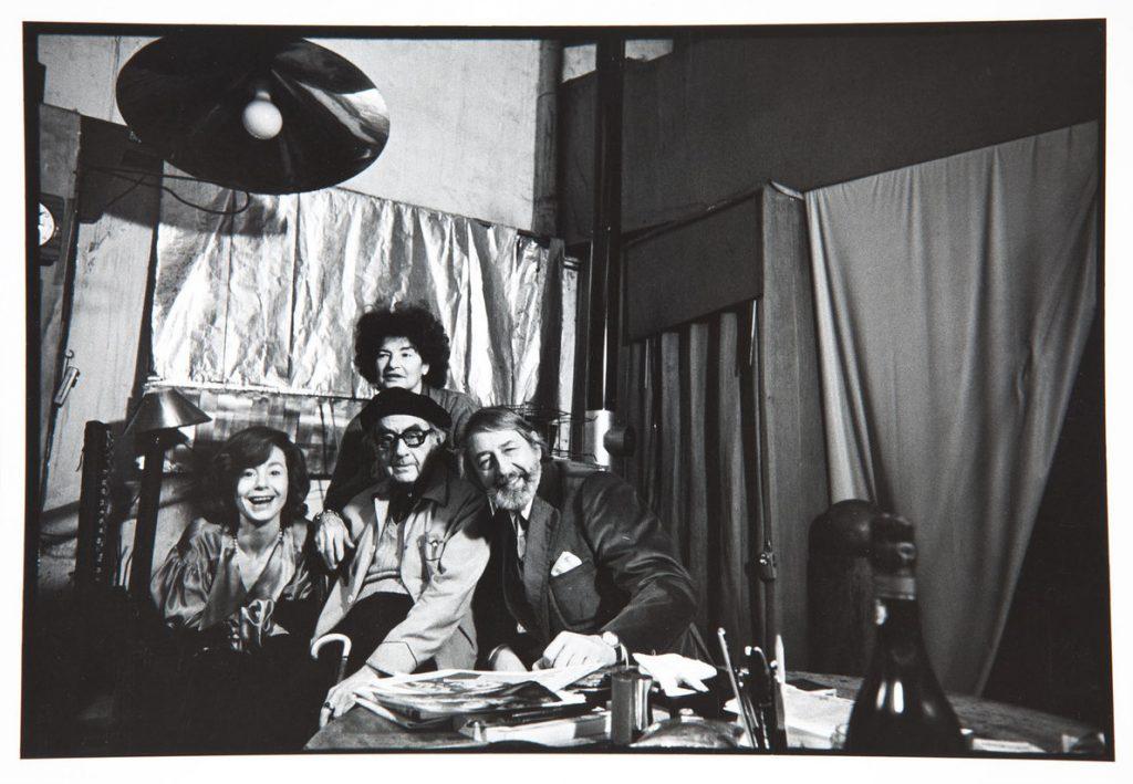 Man Ray, Duane Michals, Juliet und das Ehepaar Renate und L. Fritz Gruber im Studio von Man Ray (Foto: Rheinisches Bildarchiv)